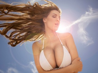 Jordan Carver Sun Rays Wallpaper