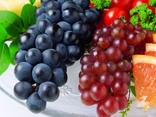 Black Grapes Red Grapes In Platter